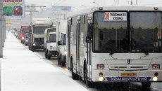 Заторы на дорогах Новосибирска из-за снегопада, архивное фото