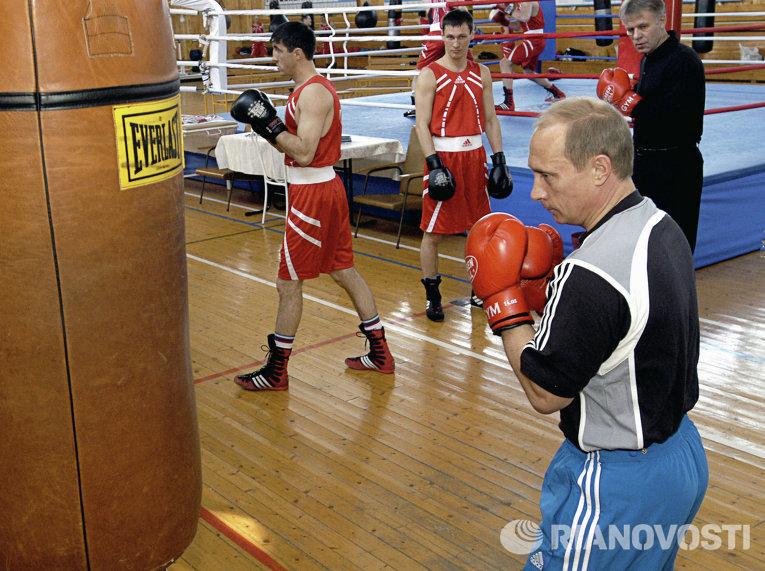 Владимир Путин на тренировочной базе сборной России по боксу