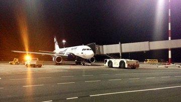 Самолет авиакомпании Аврора во Владивостоке