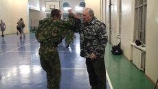 Тренер по рукопашному бою в свои 70 легко отбивает удары морпехов ТОФ
