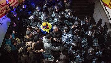 Полиция вытеснила митингующих с площади Независимости. Фото с места события