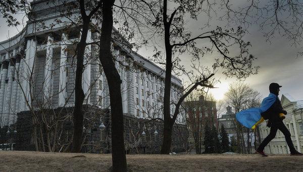 У здания правительства Украины. Архивное фото