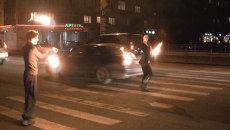 Танцы с огнем на пешеходном переходе устроили в Красноярске