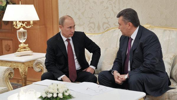 Президент России Владимир Путин и президент Украины Виктор Янукович, архивное фото