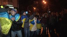 Народное вече в Киеве: танцы с флагами и призывы к власти об отставке