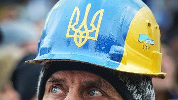 Мужчина в каске на митинге сторонников евроинтеграции Украины на площади Независимости в Киеве., архивное фото