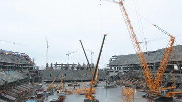 Строящийся стадион Зенит-Арена на Крестовском острове в Петербурге. Фото с места события