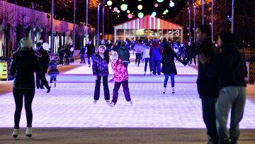 Каток в Центральном парке культуры и отдыха имени Горького, архивное фото