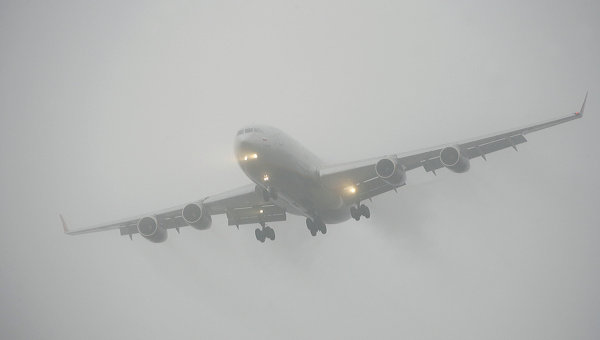 Самолет во время посадки. Архивное фото