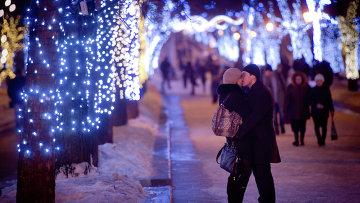 Влюбленные в сквере на пересечении Тверской улицы и Тверского бульвара.