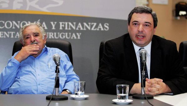 Президент Уругвая Хосе Мухика и министр экономики Марио Бергара