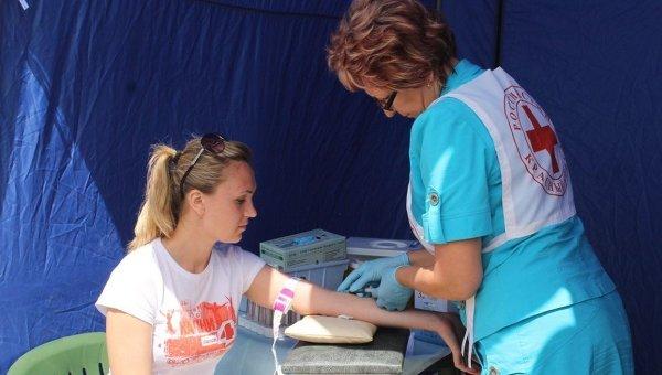 Забор крови для теста на ВИЧ. Архивное фото