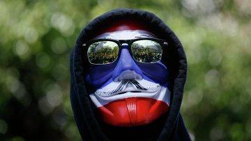Участник антиправительственной демонстрации в Бангкоке, архивное фото