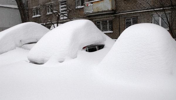 Последствия снегопада, архивное фото