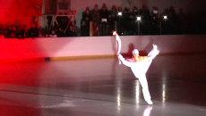 Фигуристка станцевала на катке с олимпийским огнем в Волгограде