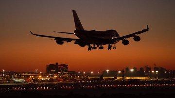 Самолет заходит на посадку в международном аэропорту Шереметьево. Архивное фото.
