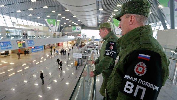 Военная полиция на железнодорожном вокзале в Сочи. 17 января 2014