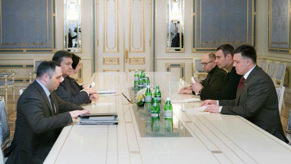 Виктор Янукович встретился с лидерами оппозиции в Киеве. Фото с места событий