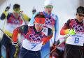 Слева направо: Максим Вылегжанин (Россия) и Ханнес Доцлер (Германия) на дистанции скиатлона в соревнованиях по лыжным гонкам среди мужчин на XXII зимних Олимпийских играх в Сочи