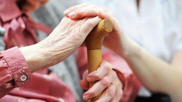 Пожилые люди. Архивное фото