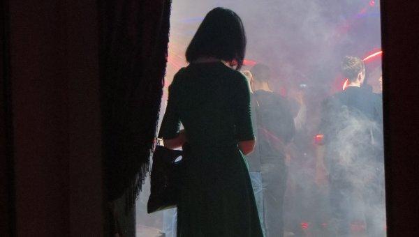 Девушка на вечеринке сообщества Курицы Владивостока