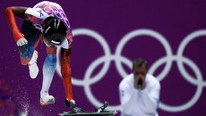 Александр Третьяков (Россия) на старте во втором заезде на соревнованиях по скелетону среди мужчин