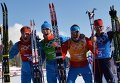 Дмитрий Япаров (Россия), Александр Бессмертных (Россия), Александр Легков (Россия), Максим Вылегжанин (Россия) после финиша эстафеты в соревнованиях по лыжным гонкам среди мужчин на XXII зимних Олимпийских играх в Сочи.