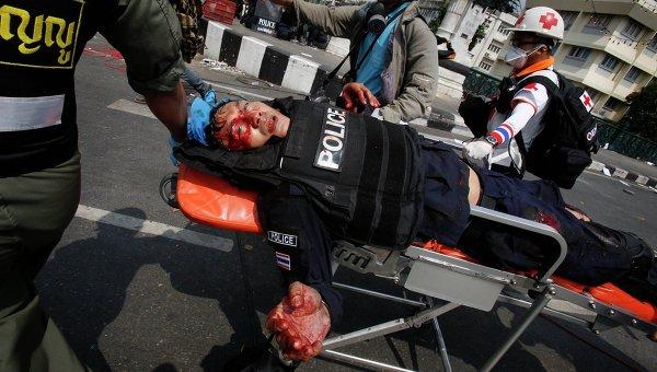 Пострадавший во время антиправительственных протестов в Бангкоке