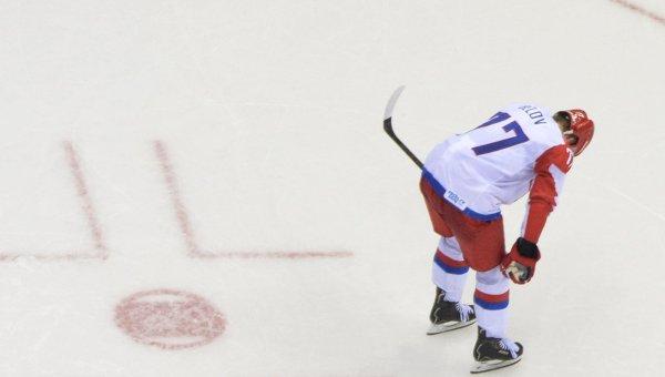 Антон Белов (Россия) в четвертьфинальном матче между сборными командами Финляндии и России на соревнованиях по хоккею среди мужчин