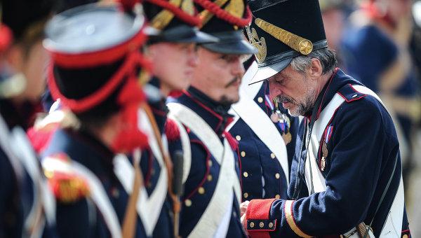 Подготовка к реконструкции Бородинского сражения. Архивное фото