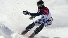 Андрей Соболев в квалификации параллельного слалома на соревнованиях по сноуборду. Архивное фото