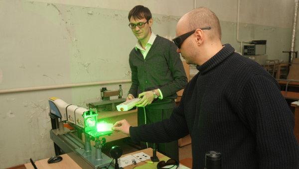 Новосибирские ученые проводят эксперимент с лазерным затвором, фото с места событий