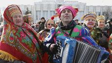 Участники костюмированного шествия во время открытия праздничных гуляний широкой Масленицы, архивное фото