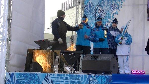 Паралимпийский огонь в Красноярске прошел от кузнечного горна до чаши