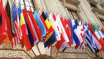 Флаги стран-членов ОЭСР. Архивное фото