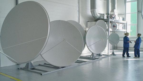 Выставочные образцы сателлитных антенн, архивное фото