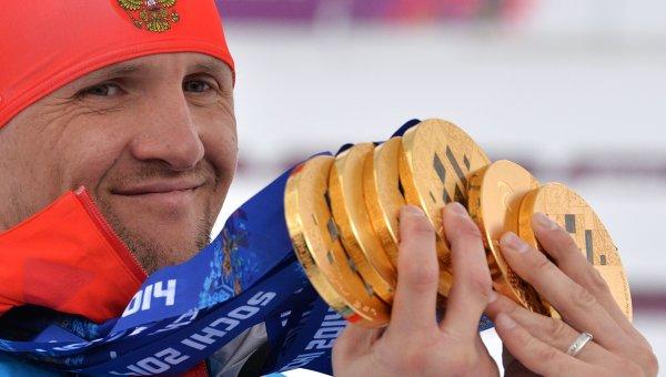 Роман Петушков (Россия), завоевавший шесть золотых медалей на XI Паралимпийских зимних играх в Сочи. Архивное фото