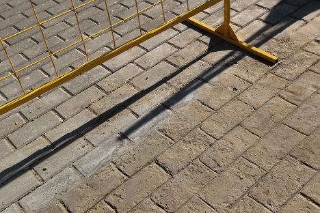 Тротуарная плитка, нарисованная на бетоне на одной из улиц Москвы