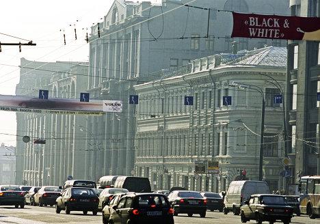 Вид с Новой площади на Старую площадь города Москвы