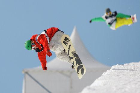 Участники соревнований по сноуборду