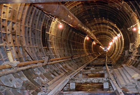 Строительство подземного тоннеля линии метро