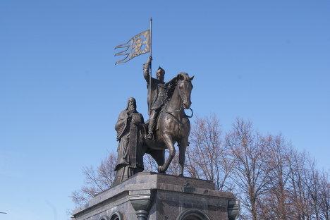 Памятник основателю города князю Владимиру и святителю Федору
