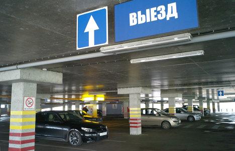 Многоярусная семиэтажная парковка в ТЦ Акрополь в Калининграде