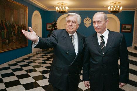 Художник Илья Глазунов показывает Владимиру Путину свою галерею. Архив