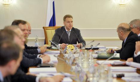 Вице-премьер РФ Игорь Шувалов (в центре)