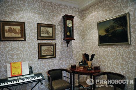 Квартира Юрия Николаева с видом на Москва-реку и сталинские высотки