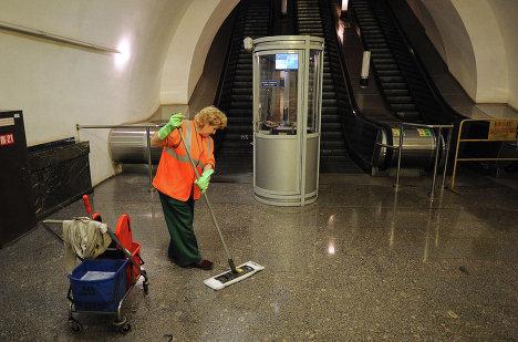 Ночная уборка станции метро Площадь Революции