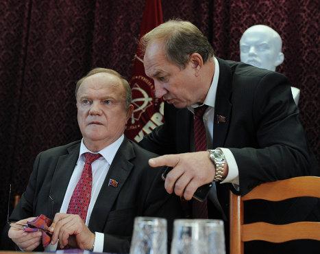 Лидер КПРФ Геннадий Зюганов (слева) и член президиума ЦК КПРФ Рашкин Валерий