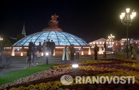 Главный фонтан Часы мира комплекса Охотный ряд