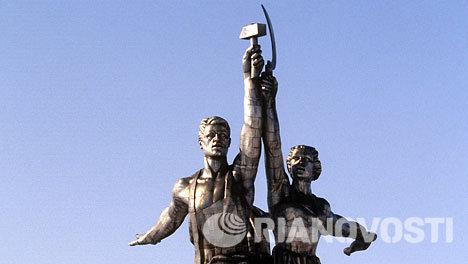 Скульптура В.И.Мухиной Рабочий и колхозница